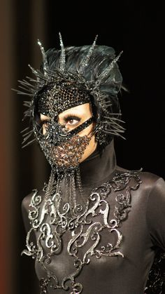 What a Shadowbinder of Asshai would wear, Michael Cinco. Arte Fashion, Michael Cinco, Eiko Ishioka, Headgear, Image Photography, Macabre, Headdress, Costume Design, Masquerade