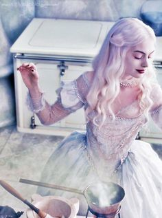 white queen(Alice in Wonderland ): purity, skills, hope, dreams, kindness,