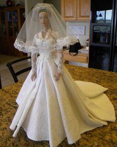 PRINCESS KATE 'S  WEDDING GOWN PATTERN BARBIE