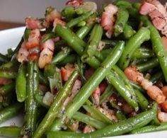 Green beans with ham - Green beans with ham - Bohnen Traditional Thanksgiving Sides, Thanksgiving Dinner Sides, Thanksgiving Vegetable Sides, Healthy Thanksgiving Recipes, Ham And Green Beans, Crockpot Green Beans, Green Bean Recipes, Side Recipes, Side Dishes Easy