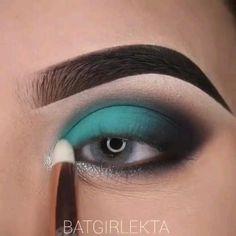 Smoky Eye Makeup, Makeup Eye Looks, Eye Makeup Art, Kiss Makeup, Teal Eyeshadow, Eyeshadow Makeup, Blue Eyeshadow Looks, Eyeshadow Ideas, Teal Makeup