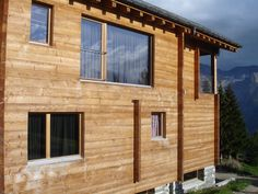 Holzfenster mit 3-fach Glas Garage Doors, Outdoor Decor, Home Decor, Wood Windows, Corning Glass, Decoration Home, Room Decor, Carriage Doors, Interior Decorating