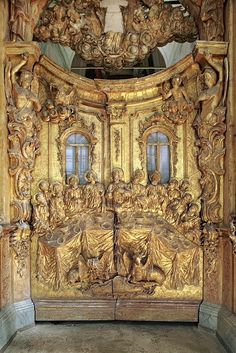 Царские врата в иконостасе Успенского собора Горицкого монастыря в Переславле-Залесском Ярославской области.