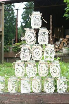 64 DIY Easy and Unique Mason Jar Decorations Glasses Mason jars; mason jar crafts for kids; home decoration; Mason jars for wedding. Pot Mason Diy, Lace Mason Jars, Rustic Mason Jars, Painted Mason Jars, Mason Jar Crafts, Mason Jar Painting, Diy Simple, Easy Diy, Doilies Crafts