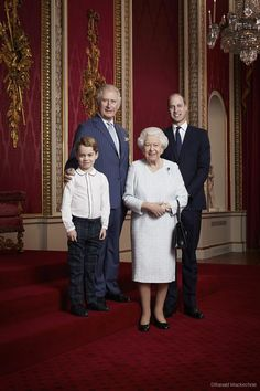 Prince George, Prince Charles, Queen Elizabeth II and Prince William during a Royal Family Portrait at Buckingham Palace on January 2020 in London, England. Prince Charles, Prince William Et Kate, Prince William Family, Prince George Photos, Duke William, Prince Philip, Prince Georges, Meghan Markle, Lord Frederick Windsor