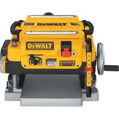 DEWALT W Benchtop Planer at Lowe's. This heavy-duty thickness planer features AC, 15 amp, and a RPM three-knife cutter-head. Built-in carriage lock prevents snipe by assuring Dewalt Power Tools, Makita Tools, Woodworking Power Tools, Woodworking Books, Woodworking Magazine, Woodworking Projects, Home Tools, Diy Tools, Best Table Saw