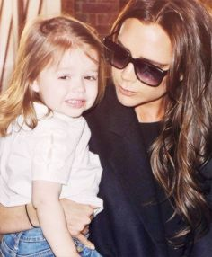 Harper Beckham and her adorable golden curls Victoria And David, David And Victoria Beckham, David Beckham, Posh And Becks, Harper Beckham, Baby Car Mirror, Love You Baby, Mom Daughter, Hollywood Life