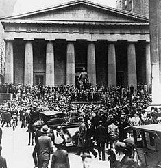 Provocó la ruina de muchos inversores, tanto grandes hombre de negocios como pequeños accionistas, el cierre de empresas y bancos. Esto conllevó al paro a millones de ciudadanos.