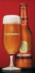 Cerveja Club Colombia Roja, estilo Vienna Lager, produzida por Cervecería Bavaria S.A., Colômbia. 4.7% ABV de álcool.