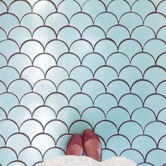 Pisos - Betty - Be true to yourself Bathroom Floor Tiles, Wall Tiles, Tile Floor, Attic Bathroom, Kitchen Backsplash, Floor Art, Floor Decor, Floor Patterns, Tile Patterns