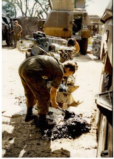 Stripping and cleaning Ratels at Mavinga Brothers In Arms, Defence Force, My Land, Troops, Art Reference, South Africa, Cool Photos, Army, African