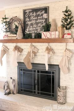 Inspiring Rustic Christmas Fireplace Ideas To Makes Your Home Warmer 76 Christmas Time Is Here, Merry Little Christmas, Country Christmas, Christmas Home, Vintage Christmas, Christmas Holidays, Christmas Crafts, Christmas Ideas, White Christmas
