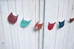 Cat faces illustrated paper banner