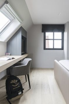 Attic Bedroom Designs, Attic Bedrooms, Upstairs Bedroom, Small Attic Room, Small Loft Spaces, Loft Room, Bedroom Loft, Bedroom Decor, Home Office Design
