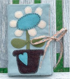 cute wool sewing kit - Wool Felt...the entire site is great! No thinking required to start-finish a project