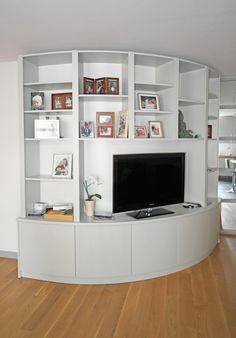Built in shelves  Bibliothèque arrondie pour salon design, une petite prouesse de menuiserie