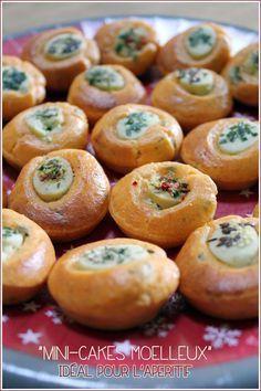Mini-cakes moëlleux pour l'apéritif. Pour 40 bouchées environ:  - 2 plaquettes d'Apérivrais soit 40 - 3 œufs - 1 yaourt blanc (125g) - 40g d'huile d'olive - Sel, poivre du moulin - ½ càc de paprika fumé ou épices de votre choix - 150g de farine - 1càc de levure chimique - 50g de parmesan - 1càs de concentré de tomate - 1 càs de basilic ciselé (surgelé) ou herbes aromatiques de votre choix