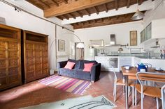 Apartment in Firenze, Italy. Nice and roomy apartment, with a large living room, 2 bedrooms, little terrace, free WiFi, washing machine, TV, dishwasher, oven, freezer, bread toaster, kettle and baby cot. Nearby Palazzo Pitti and Ponte Vecchio.   Located at less than 100 meter...