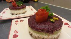 Délicieuse tarte avocat et racine rouge Cheesecake, Desserts, Food, Rye Bread, Salty Cake, Torte, Lawyer, Recipes, Tailgate Desserts