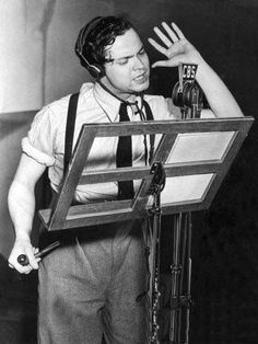 Orson Welles broadcasting the War of the Worlds on CBS Network 1938