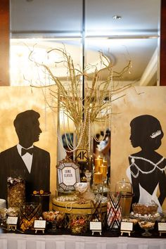A glitzy and glamourous Great Gatsby dessert table at an Art Deco themed wedding. Get inspired by the rest of the wedding feature - A Kewei and Alfred Love Duet Great Gatsby Prom, Great Gatsby Theme, Gatsby Themed Party, Mafia Party, Art Deco Wedding Theme, Art Deco Party, Wedding Themes, Deco Nouvel An, Prom Themes