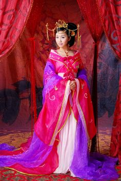 Pretty color blend of Pink and Purple Hanful dress.  Not period at all, but Tang Dynasty-ish.