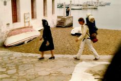 Mykonos 1980 Old Time Photos, Top Destinations, Where The Heart Is, Mykonos, Greece, The Past, Couple Photos, Vintage, People