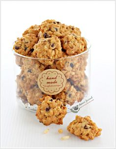 These Bubble Rice Cookies were really addictive that I couldn& stop myself from popping them into my mouth one after another. Rice Cookies, Almond Cookies, Biscuit Cookies, No Bake Cookies, Yummy Cookies, Chip Cookies, Easy Cookie Recipes, Baking Recipes, Dessert Recipes