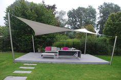 ShadowArt terrasoverkapping, deze mooie tuinmeubelen staan nu altijd droog. www.shadowart.nl zonnezeil terrasdoek schaduwdoek shadesail