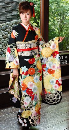 floral furisode - maiden kimono with long sleeves. Japanese Costume, Japanese Kimono, Japanese Girl, Furisode Kimono, Kimono Dress, Traditional Kimono, Traditional Dresses, Traditional Japanese, Cute Kimonos