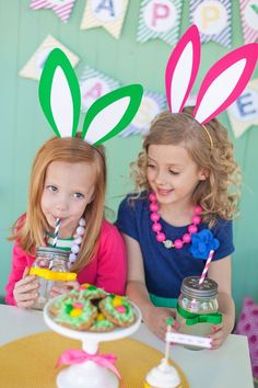 Free Printable Bunny Ears :: The TomKat Studio for HGTV http://www.thetomkatstudio.com/hgtveasteregghunt/