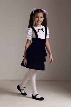 School Girl Outfit, School Uniform Girls, Girls Uniforms, Girly Girl Outfits, Kids Outfits, Cute Outfits, Young Fashion, Fashion Kids, Girl Fashion
