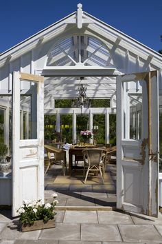 I want one! Perfect summer shed. If I live in a warm climate I am totally going to have one!