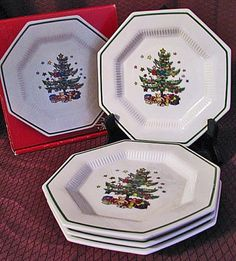 Nikko Christmastime ~ These are my Christmas dishes. I co-ordinate them with emerald green glasses a solid red tablecloth and green napkins.  sc 1 st  Pinterest & Corelle Corning Ware Designs A Christmas Greeting Special Edition ...