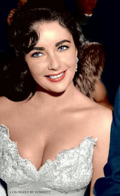 Hollywood Icons, Old Hollywood Glamour, Golden Age Of Hollywood, Hollywood Stars, Hollywood Actresses, Classic Hollywood, Hollywood Fashion, Elizabeth Taylor Eyes, Elizabeth Taylor Cleopatra