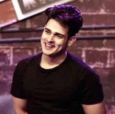Bigg boss 11 Fame, Dancer, Choreographer, Actor Priyank Sharma is quite popular in audiences, especially among younger audiences. Cute Boys Images, Boy Images, Photo Poses For Boy, Boy Poses, Mtv Roadies, High School Love, Couple Photoshoot Poses, Cute Actors, Indian Celebrities
