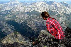 """""""- Chiedimi perché vado in montagna. Chiedimi perché, quando il resto mi sta stretto, l'unica via è il sentiero. Chiedimelo. - Perché? - Perché in montagna non puoi sprecare fiato per parole inutili. Lo devi conservare per arrivare in cima, e il resto è silenzio o parole gentili. Perché l'unico peso è lo zaino. Non c'è peso per il cuore. Perché tutti, se lo desiderano, possono arrivare in cima. Solo un passo dietro l'altro. Perché incroci persone che trovano ancora un momento per salutarti…"""
