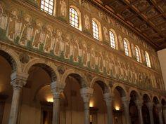 BYZANTSKÉ UMĚNÍ: Mozaika v Sain Apollinaire Nuovo (Ravenna) - protáhlé postavy (duchovnost)