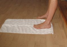 Learn Towel Curl - a Foot Strengthening Exercise- More arch strengthening exercises on here. The towel curl foot strengthening exercise aims to increase the strength and flexibility of the feet, toes, and naturally lift the arches. Better Posture Exercises, Toe Exercises, Plantar Fasciitis Taping, Plantar Fasciitis Treatment, Ballet Stretches, Physical Therapy Exercises, Fitness Inspiration, Curls, Sciatica