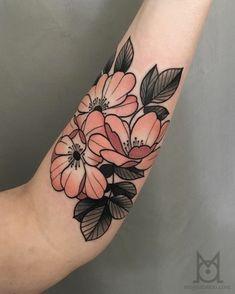 tatuajes tradicionales en el antebrazo, bonitos diseños de tattoos en el antebrazo, flores vintage