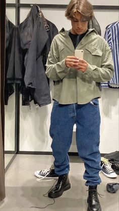 Trendy Outfits, Cool Outfits, Fashion Outfits, Trendy Male Clothes, Mode Streetwear, Streetwear Fashion, Teenage Boy Fashion, Black Men Street Fashion, Estilo Indie