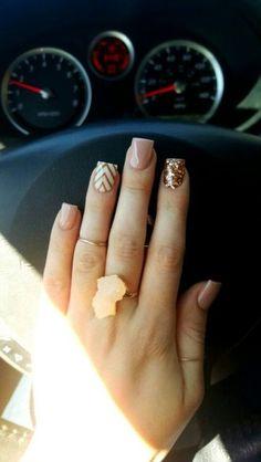 Chevron Nail Designs, Chevron Nail Art, Beach Nail Designs, Square Nail Designs, Cute Nail Art Designs, Short Nail Designs, Fall Nail Designs, Gold Acrylic Nails, Gold Glitter Nails