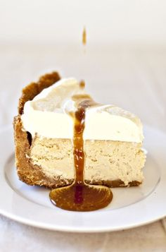 Salted Caramel & Vanilla Baked Cheesecake Somebody make me this? I don't have good luck with cheesecake baking. Yummy Treats, Sweet Treats, Yummy Food, Think Food, Love Food, Cupcakes, Cupcake Cakes, Bundt Cakes, Cheesecake Recipes