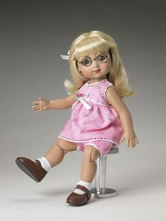 ©Mary Engelbreit Pretty in Pink Basic Ann Estelle 2006/2007 Robert Tonner Fall/Holiday Collection BASIC DOLL T6-AEBD-01 Originally Sold For $74.99 Only Ann Estelle includes glasses. Includes chemise, bloomers, sock, shoes and hair ribbon.