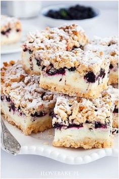 Shortbread cake with blueberries and pudding mousse Cookie Desserts, Just Desserts, Cookie Recipes, Dessert Recipes, Dessert For Dinner, Dessert Bars, Shortbread Cake, Good Food, Yummy Food
