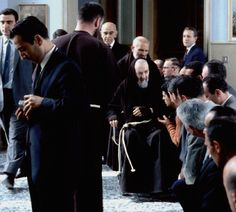 Dal marzo 1968 Padre Pio fece uso di una sedia a rotelle, che egli adoperava sia per spostarsi all'interno del convento sia per scendere in chiesa (il convento disponeva di un ascensore), al fine di celebrare la Messa ovvero per confessare, quando ne aveva le forze, uomini e donne,  vecchi e bambini