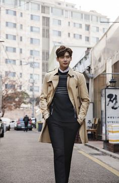 """Lee Jong Suk, Choi Ji Woo and Cha Seung Won take on fashionable Spring looks for Burberry. (Photo : Burberry Art of Trench ) Lee Jong Suk, Choi Ji Woo, Cha Seung Won and other top Korean stars participated in a Burberry pictorial titled """"Art of Trench. Lee Jong Suk Cute, Lee Jung Suk, Lee Jong Suk And Han Hyo Joo, Lee Joon, Lee Jong Suk Wallpaper Iphone, Seoul Fashion, Korean Fashion, Asian Actors, Korean Actors"""