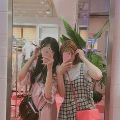 Ulzzang Korean Girl, Cute Korean Girl, Ulzzang Couple, Best Friend Couples, Best Friend Pictures, Aesthetic Korea, Korean Best Friends, Girl Friendship, Cute Lesbian Couples