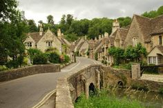 Looking up Water Street from the Brook, Castle Combe by John Menard @ Wikimedia Commons.