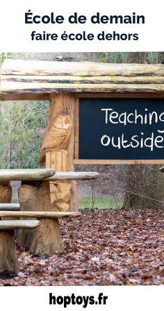 Avec les multiples vagues de confinement, le désir de nature est de plus en plus grand. On réalise les bienfaits du grand air sur notre bien-être physique et mental. C'est aussi le cas à l'école. Depuis 1 an, nous avons vu fleurir des photos d'écoliers installés en extérieur pour travailler. Cette idée de faire école dehors, dans la nature n'est pas nouvelle. Les « forest school » ou « outdoor school » ont le vent en poupe depuis plusieurs années, notamment en Angleterre et en Allemagne. Reggio, 1 An, Physique, Montessori, Alternative, Photos, Ocean Waves, England, Germany